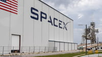 Первый лунный турист на SpaceX