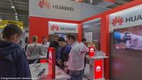 Смартфон Huawei без отверстий и кнопок