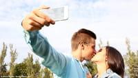 Stary smartfon to mniej szans na randkę